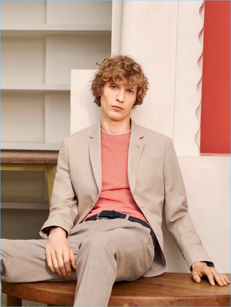 Perfecting semi-casual style, Lacoste produces a linen suit for spring-summer 2017.