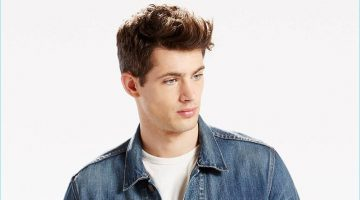 Jamie Wise models a Levi's denim trucker jacket in the brand's Danica color.