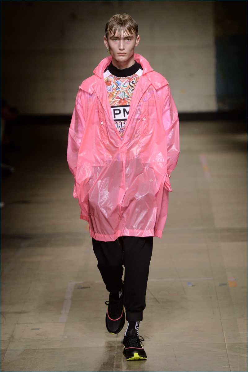 Channeling the club scene, Topman Design embraces fluorescent hues for fall-winter 2017. Here, Topman debuts a pink coat, worn with joggers and a graphic top.
