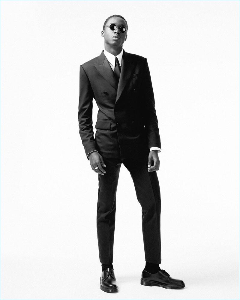 Moonlight star Ashton Sanders wears a Calvin Klein tuxedo for the 2017 Oscars.