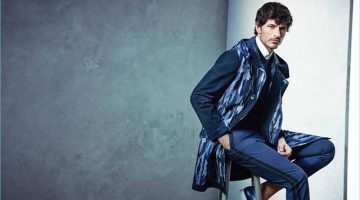Andres Velencoso wears a blue abstract print from Cerruti 1881's spring-summer 2017 campaign.
