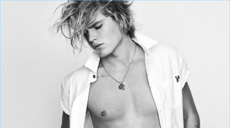 Jordan Barrett Flaunts His Best Angles for Versace Jeans' Spring '17 Campaign
