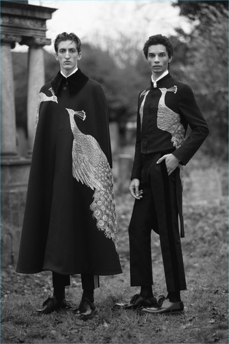 Elegant capes and tailoring come together for Alexander McQueen's fall-winter 2017 collection.
