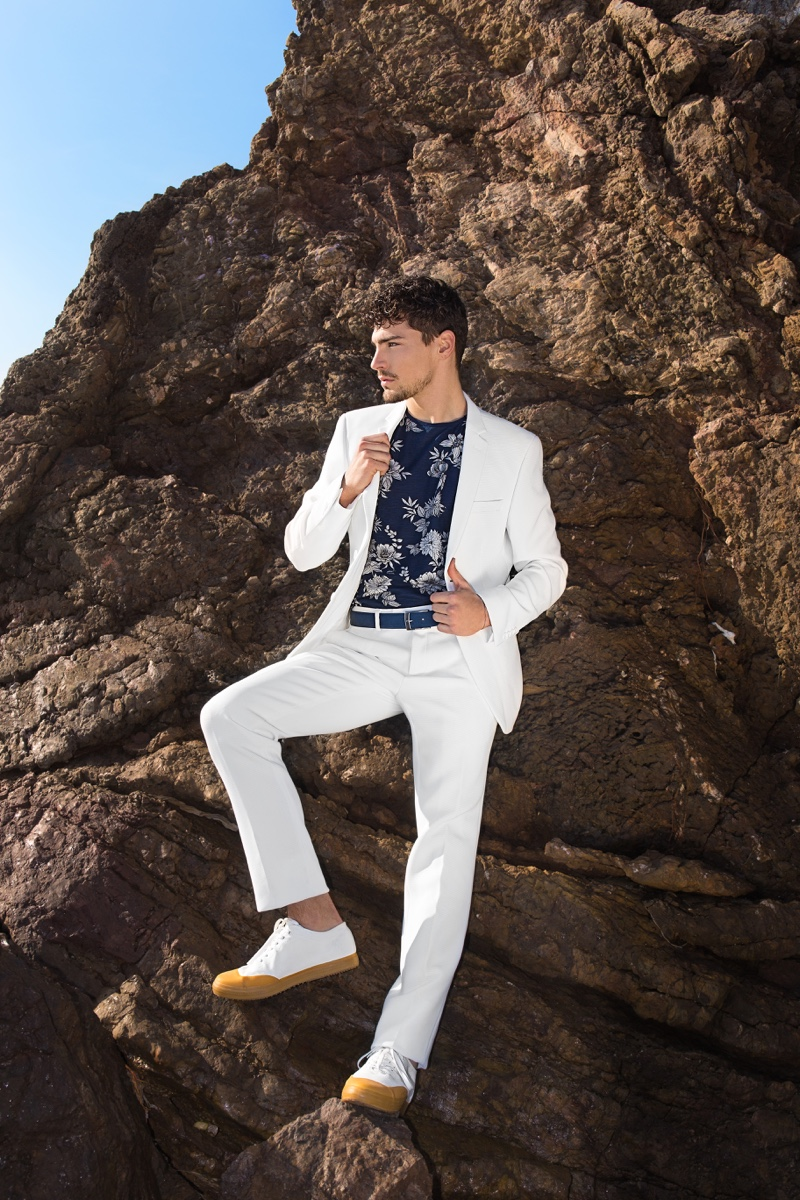 Mario wears white suit GUESS, floral print t-shirt H&M, belt Armani, and shoes G-Star Raw.