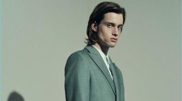 Sylvester Ulv dons a 22/4 Hommes suit with a BOSS Hugo Boss shirt.
