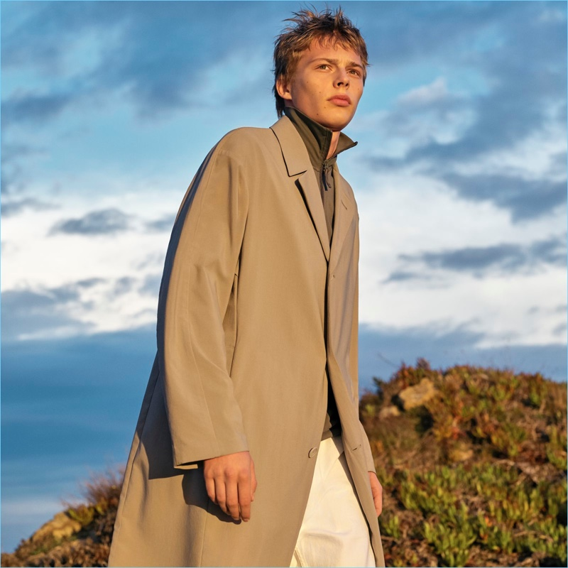 Get into the oversized trend with Uniqlo U's lightweight coat.