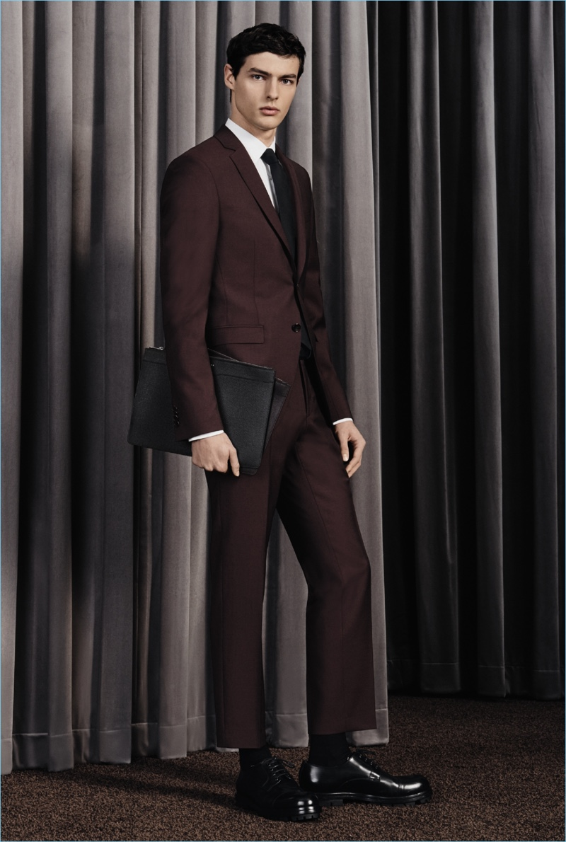 Hannes Gobeyn dons a sharp suit from BOSS' fall-winter 2017 travel collection.