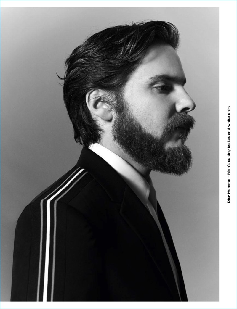 Daniel Brühl Talks 'The Alienist' with Crash Magazine