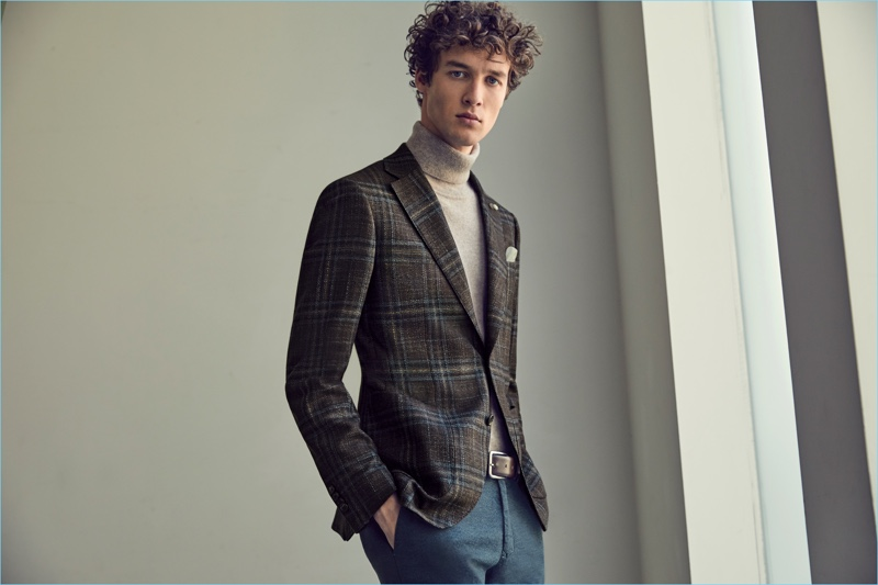 Marçal Taberner is a polished vision in a plaid jacket and turtleneck from Luigi Bianchi Mantova's fall-winter 2017 collection.
