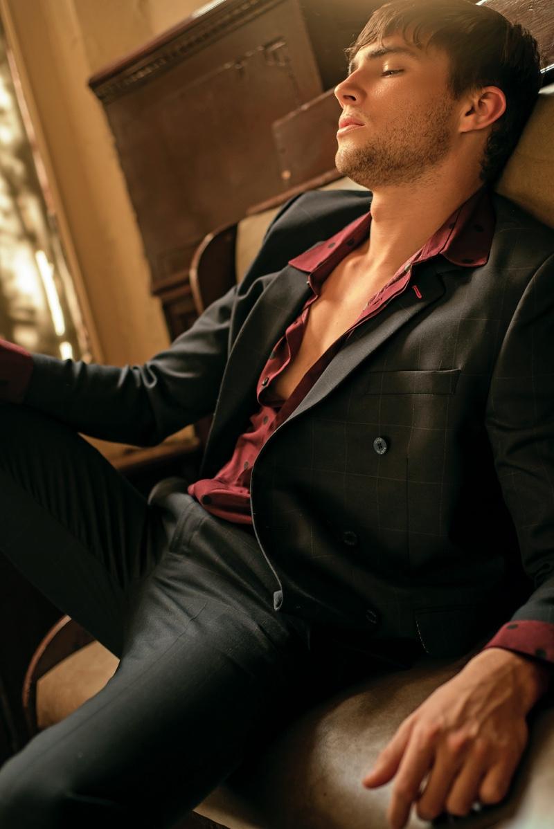 Jansen wears shirt LOB and suit Galo Bertin.