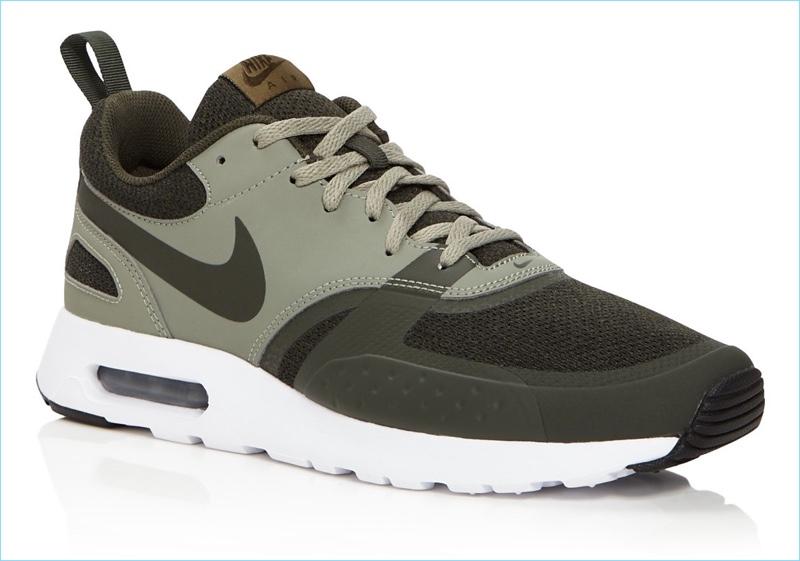 Nike Air Max Vision SE Low Top Sneakers