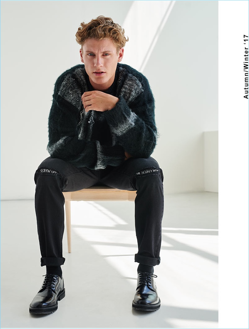 Ready for fall, Mikkel Jensen rocks an oversize sweater with pants and dress shoes from Reserved.
