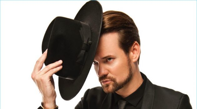 Dressed in black, Shane West wears a Noose & Monkey suit with an Emporio Armani shirt and Gladys Tamez Millinery hat.