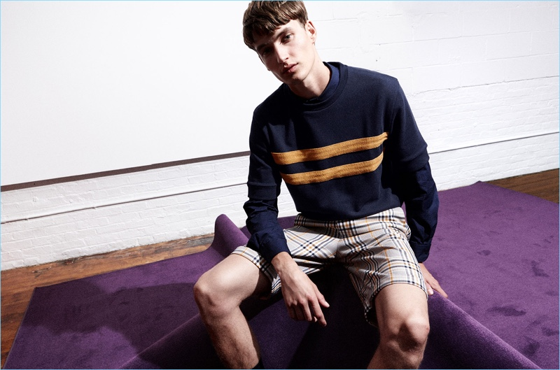 Take a style note from Zara Man and go comfortable in staples like a navy sweatshirt.