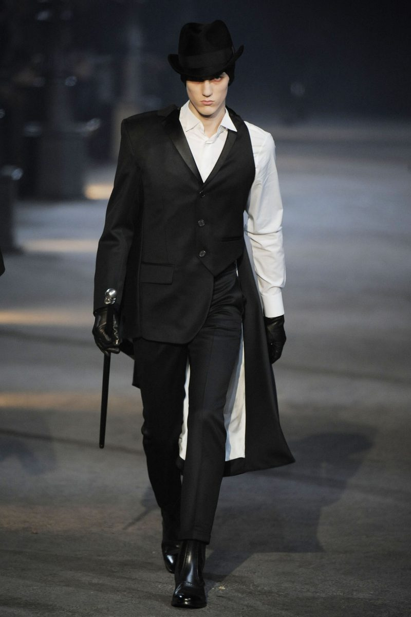 Alexander McQueen steals a page out of the Strange Case of Dr Jekyll and Mr Hyde for his fall-winter 2009 collection.