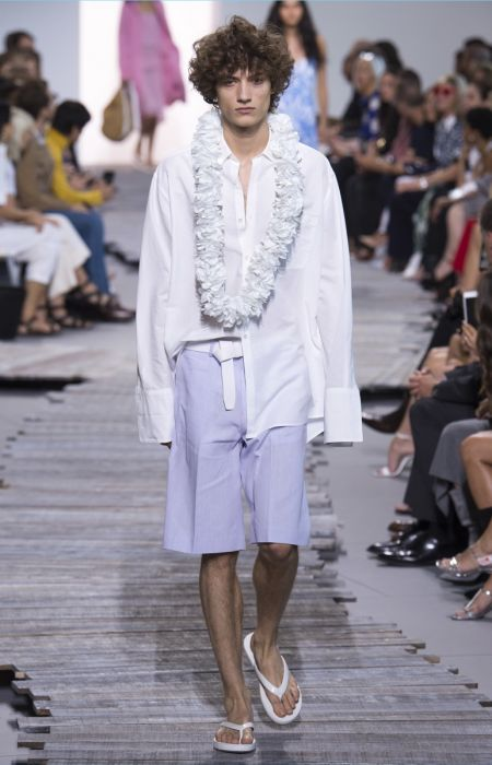329c2b114dcb Michael Kors Delivers Vacation-Ready Fashions for Spring  18 Collection