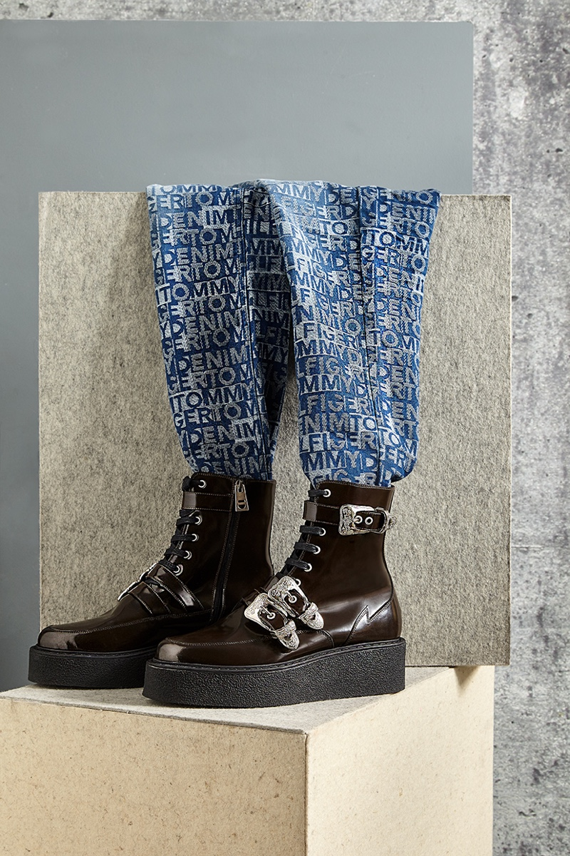 Jeans Tommy Hilfiger and boots McQ Alexander McQueen.
