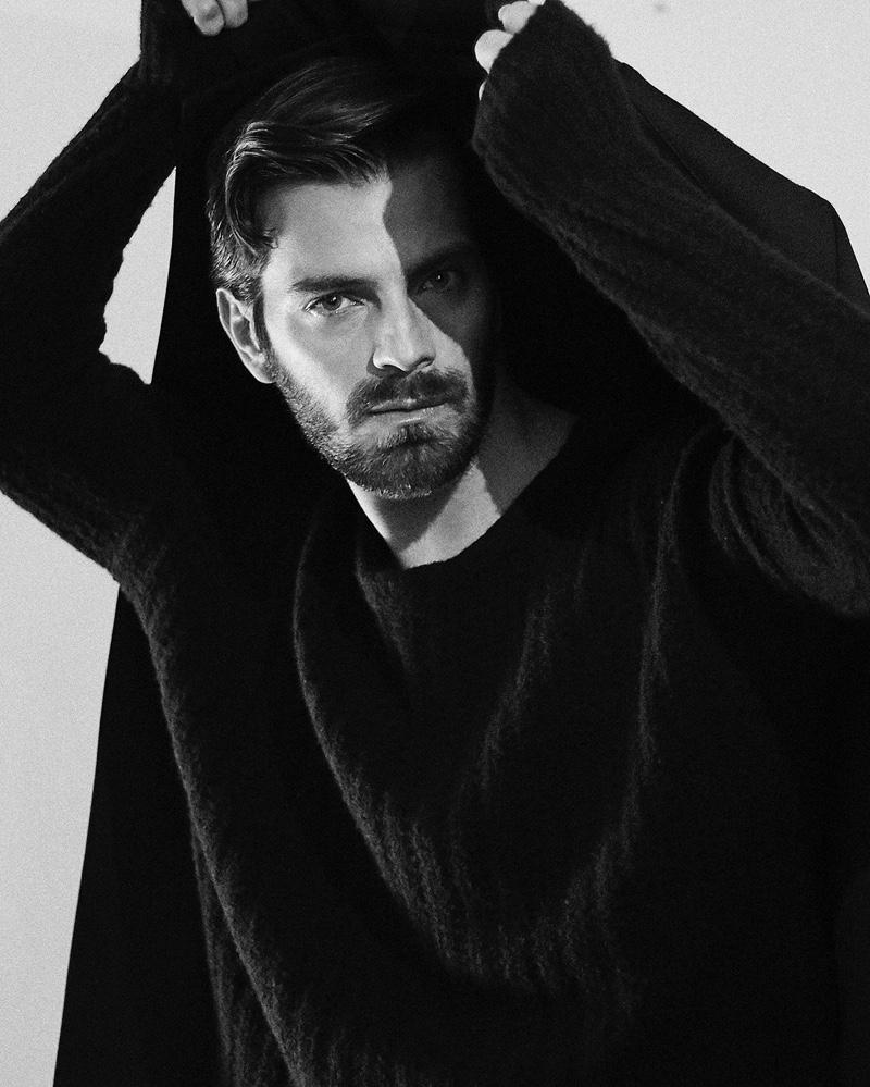 Felipe wears sweater H&M and coat Zara.