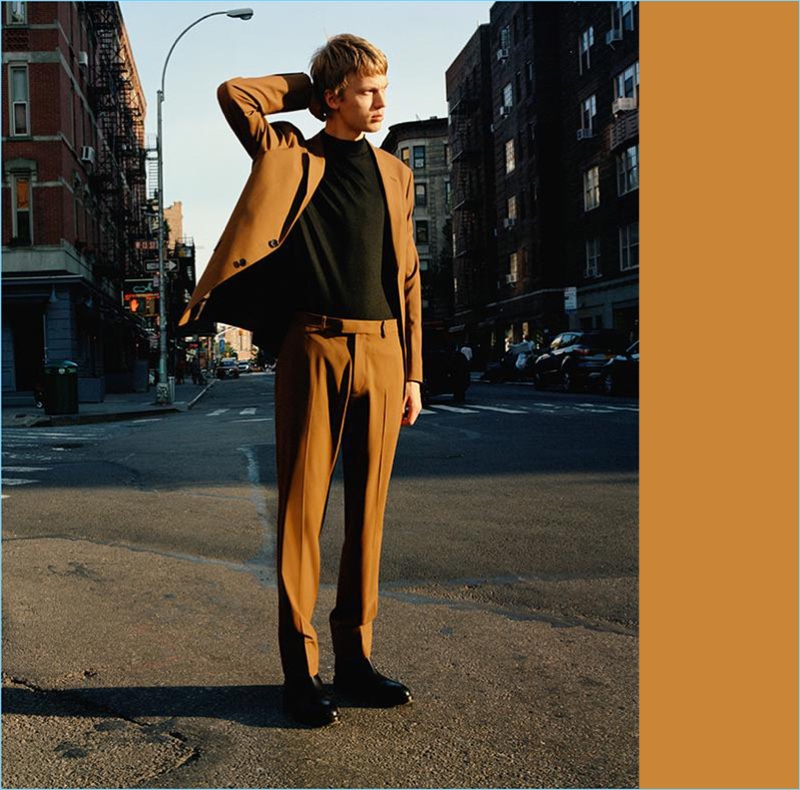 Making a sharp statement, Jonas Glöer wears a Good Wool suit by Theory in caramel.