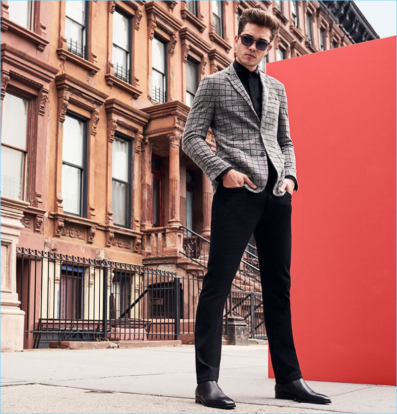 A sleek vision, Francisco Lachowski wears black and grey for Vince Camuto's fall-winter 2017 campaign.