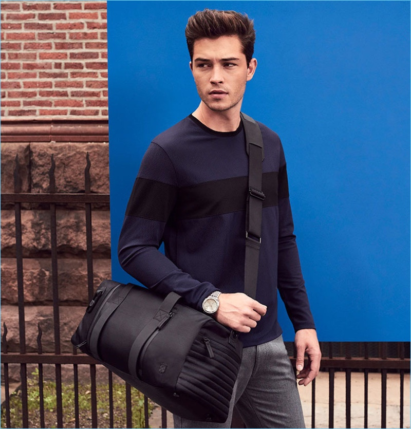 On the move, Francisco Lachowski sports a Vince Camuto bag with a casual outfit.