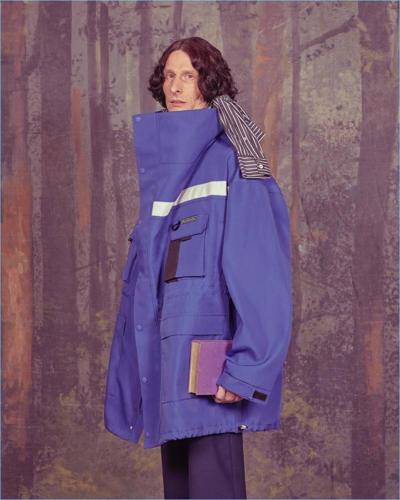 Designer Demna Gvasalia makes an oversized proposal with a blue jacket from his spring-summer 2018 collection for Balenciaga.