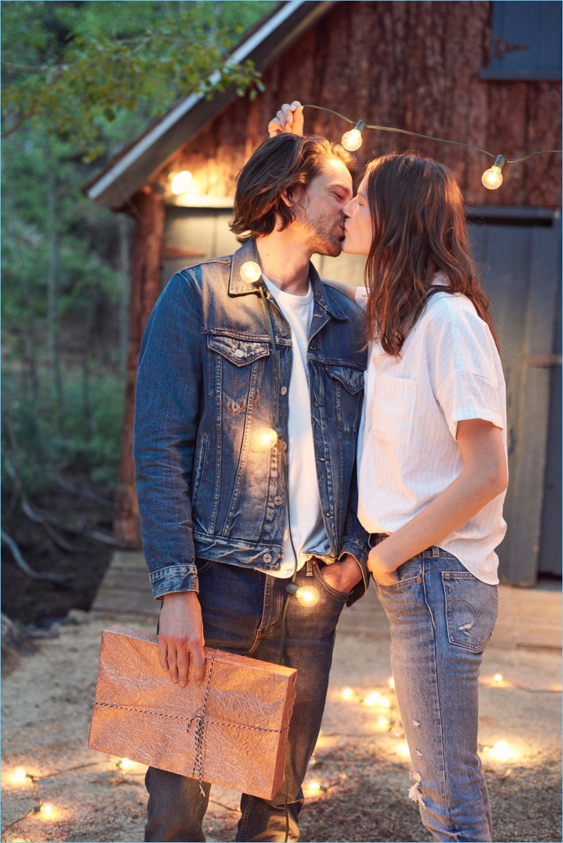 Sharing a kiss, Jeremy Young and Sara Blomqvist wear Levi's.