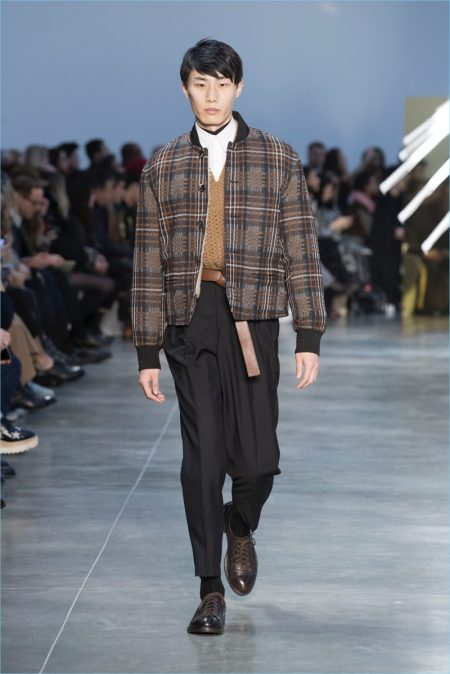 Cerruti 1881 Presents a Multifaceted Wardrobe for Fall '18