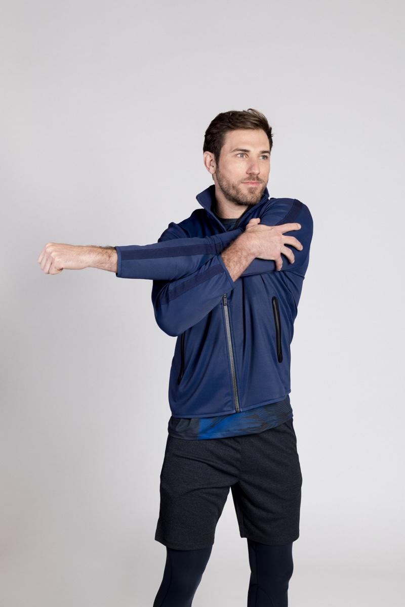 Warmup: Paul wears shorts, jacket, running tights, and t-shirt Perry Ellis 360.