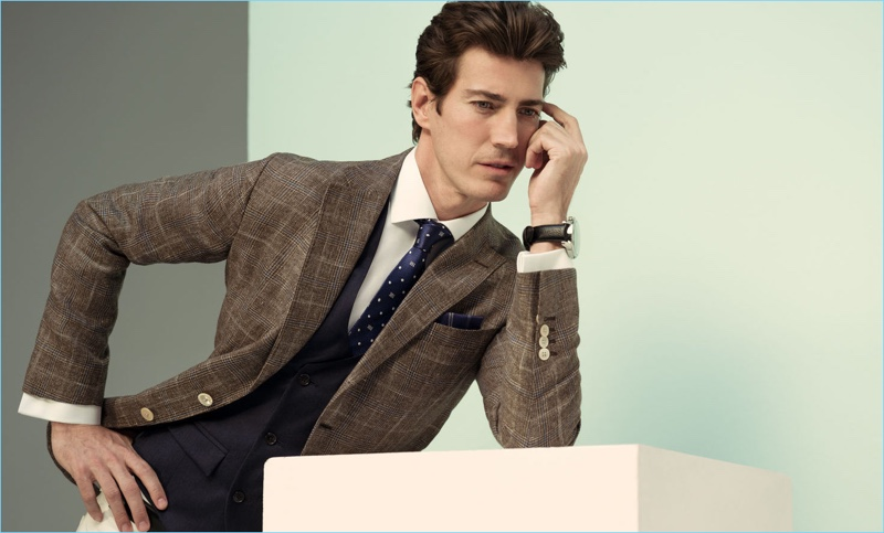 A sartorial vision, Oriol Elcacho connects with Pedro del Hierro for spring-summer 2018.