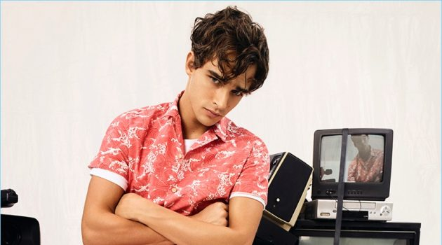 Sporting a patterned shirt, Pepe Barroso fronts Pepe Jeans' spring-summer 2018 campaign.