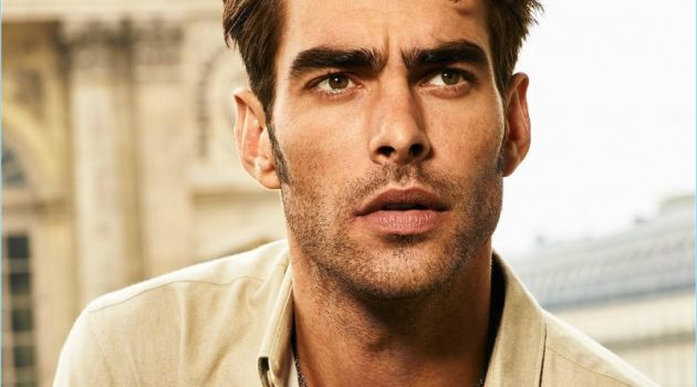 Jon Kortajarena wears Messika's Move Titanium Anthracite and Natural pendants with a Move Titanium Anthracite ring.