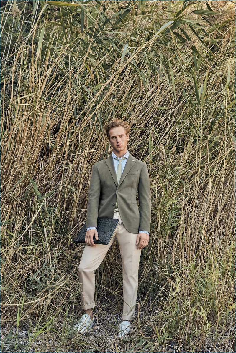 Making a sartorial statement, L.B.M. 1911 releases its spring-summer 2018 collection.