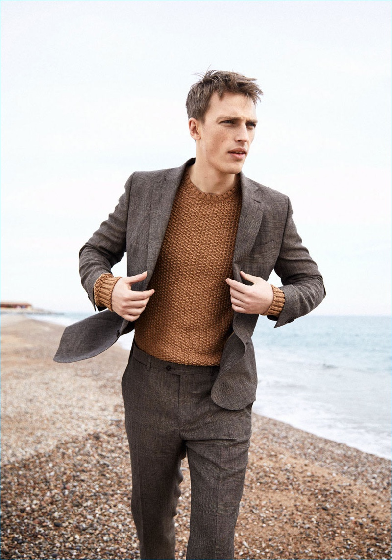 Victor Nylander dons a neutral colored suit from Massimo Dutti.