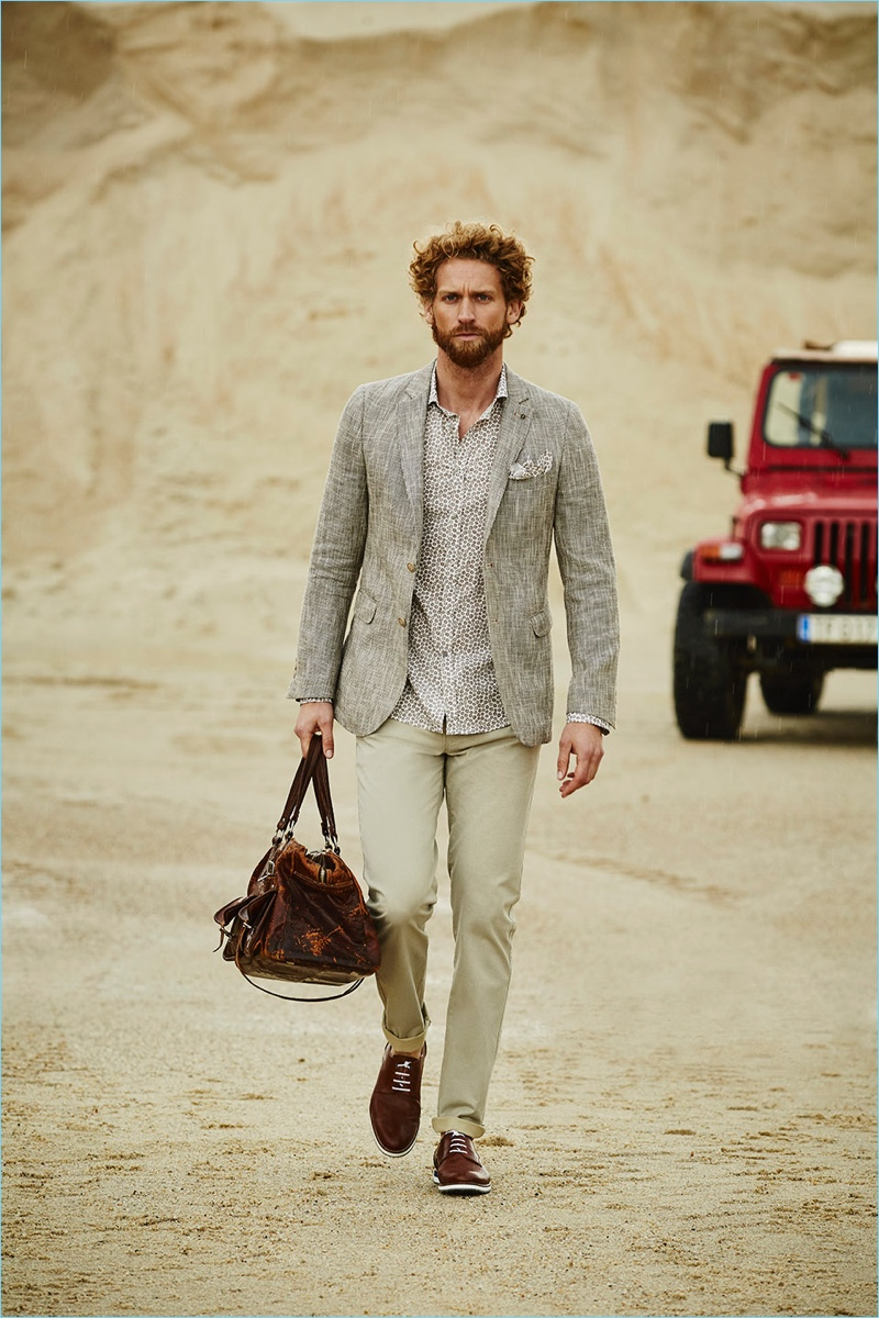 Sporting neutrals, Toshi Brewe connects with Florentino for its spring-summer 2018 campaign.