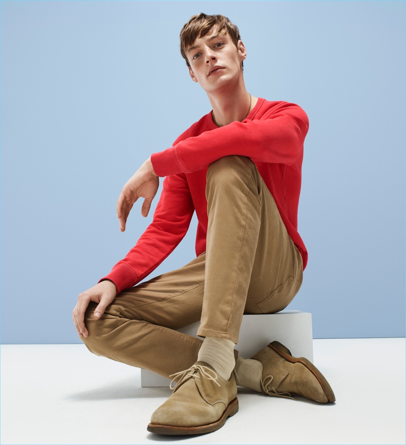 Roberto Sipos rocks khaki colored jeans from Gap.
