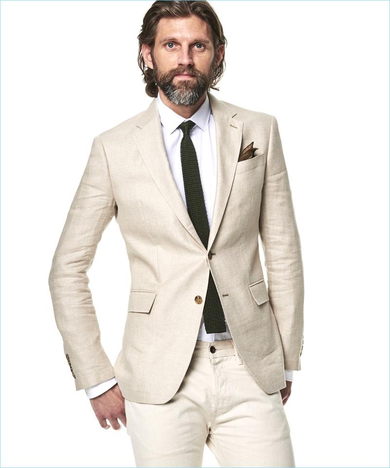 American model RJ Rogenski sports a Todd Snyder White Label unconstructed linen sport coat in beige.