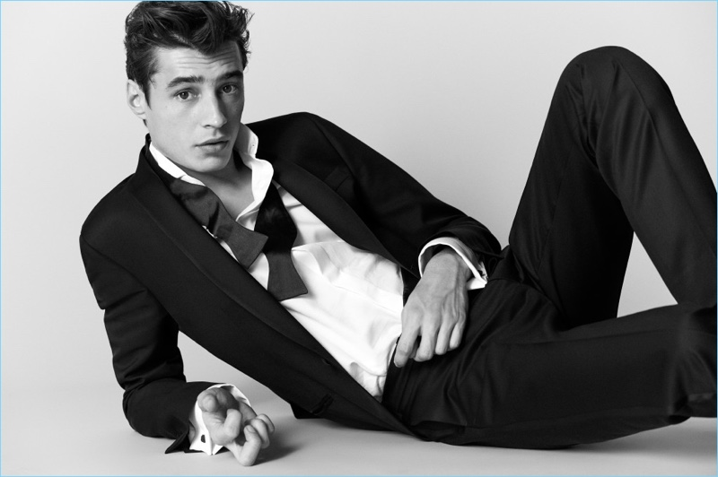 Adrien Sahores dons a sharp suit from Massimo Dutti.