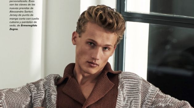 Bram Valbracht is Dashing in Chic Looks for Código Único