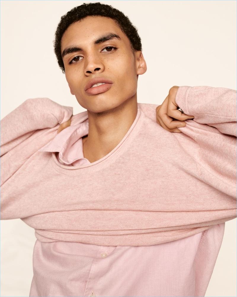 Sol Goss sports a Gap pullover crewneck sweater in linen.