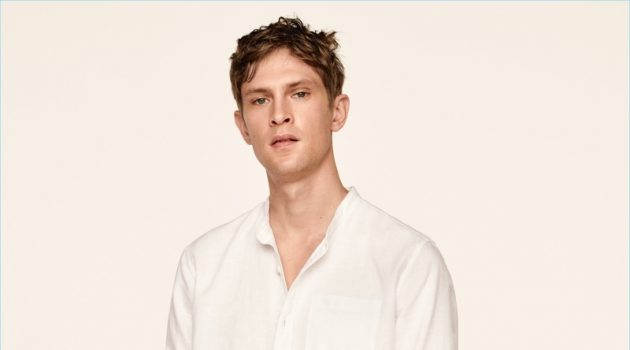 Mathias Lauridsen dons a Gap standard fit shirt in pure linen.