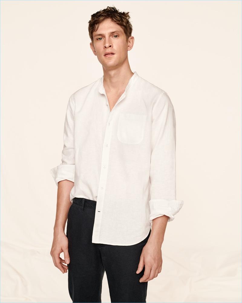 Mathias Lauridsen dons a Gap standard fit shirt in pure linen.