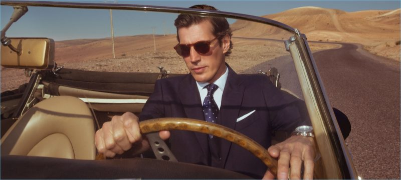 Taking a drive, Oriol Elcacho reunites with Pedro del Hierro.