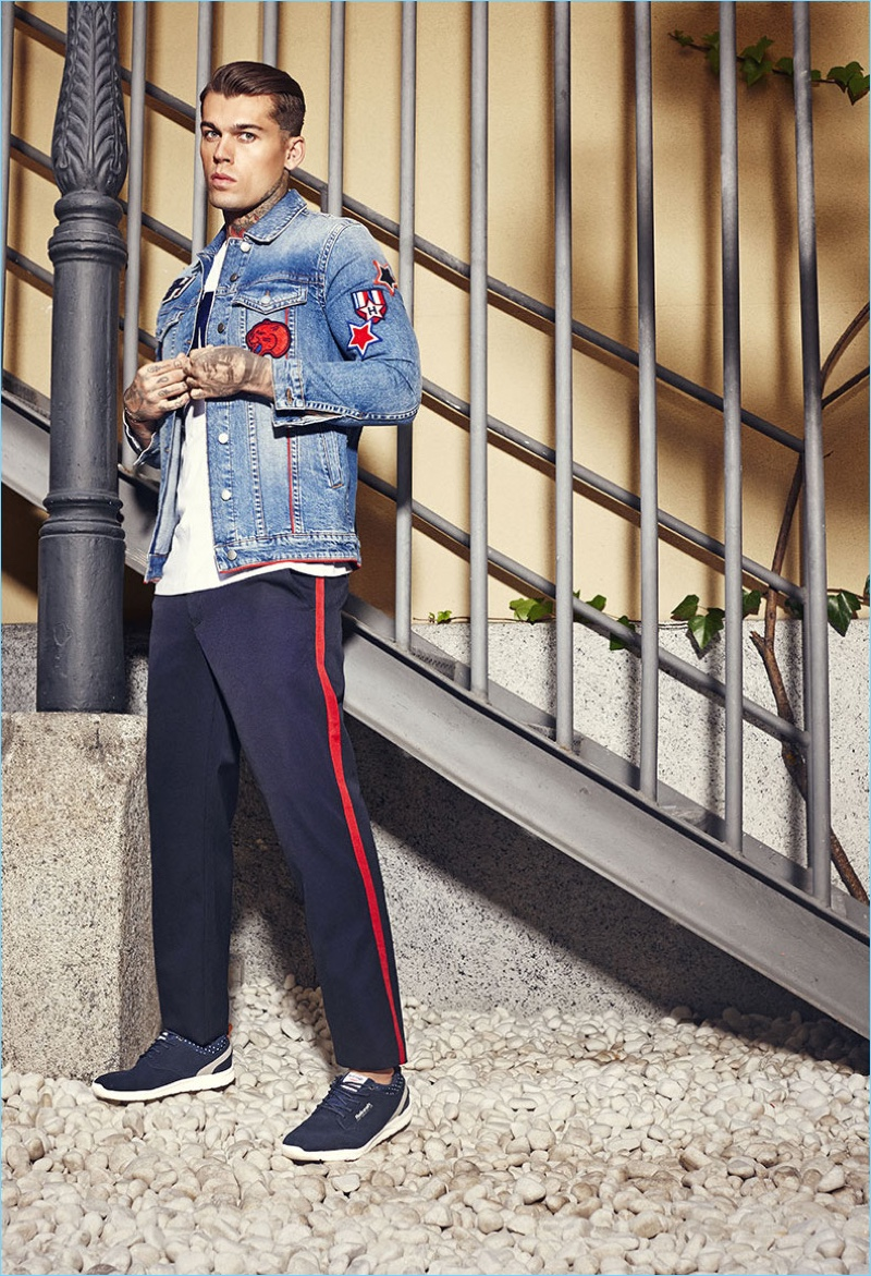 Going casual, Stephen James stars in Refresh's spring-summer 2018 campaign.