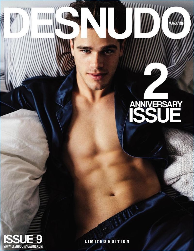Tucker Des Lauriers Gets in Bed with Desnudo