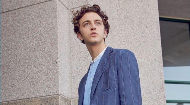 Model Niels Trispel wears a Massimo Alba oxford shirt and two-button sportcoat.