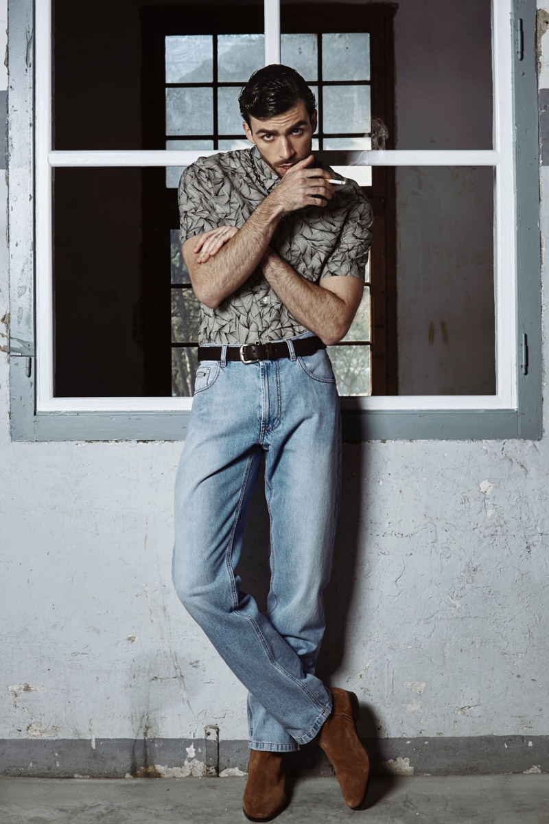Carlos wears short-sleeve shirt GUESS, boots Sandro, jeans H&M, leather belt Banhof Leather, and chain Galapagos.
