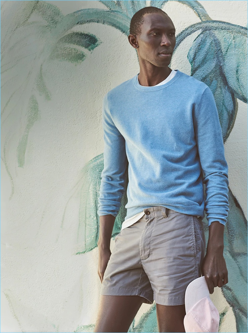 "Model Armando Cabral gets a leg up on the season in J.Crew's 5"" stretch shorts in spokane grey."