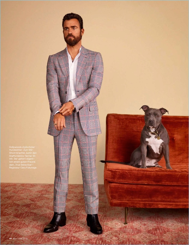 Donning an Alexander McQueen shirt and suit, Justin Theroux also wears Saint Laurent boots.