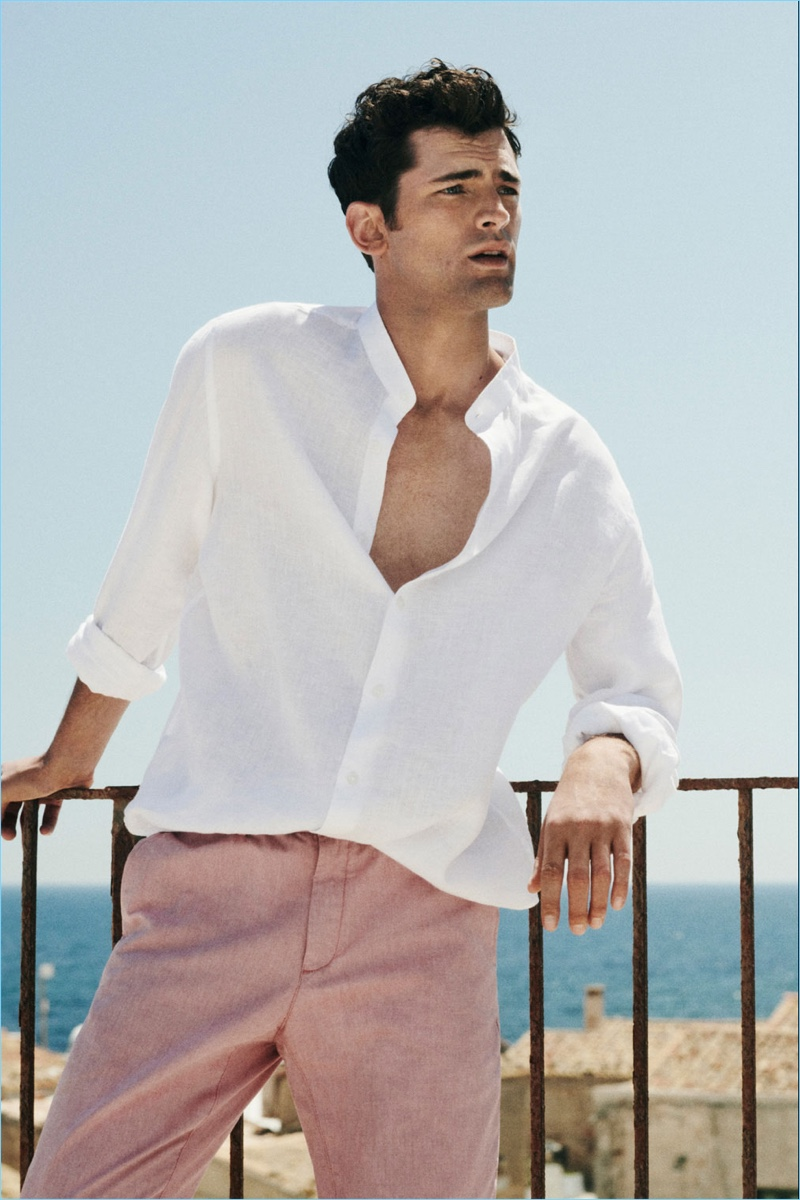 A chic summer vision, Sean O'Pry dons a Massimo Dutti linen shirt with chinos.